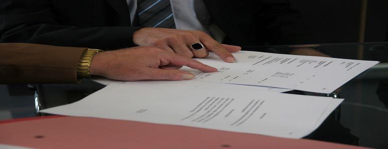 Le prêteur est-il libre de fixer le taux débiteur et les frais ?
